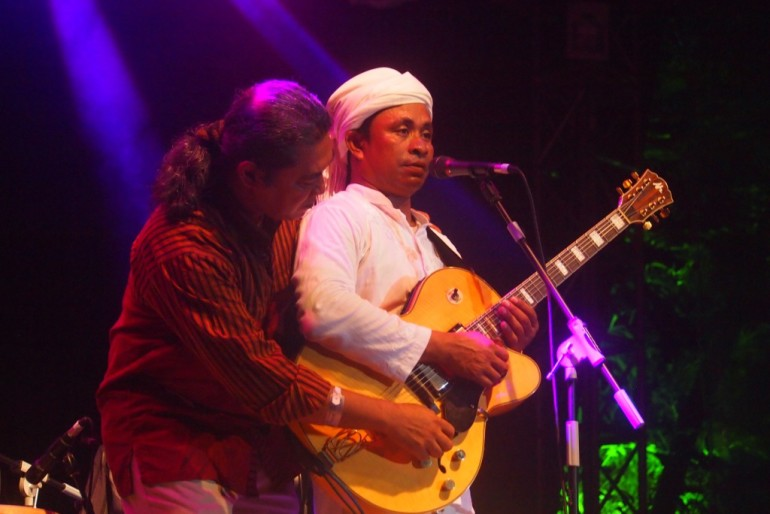 Rafly guitar duo with composer and guitarist Franki Raden