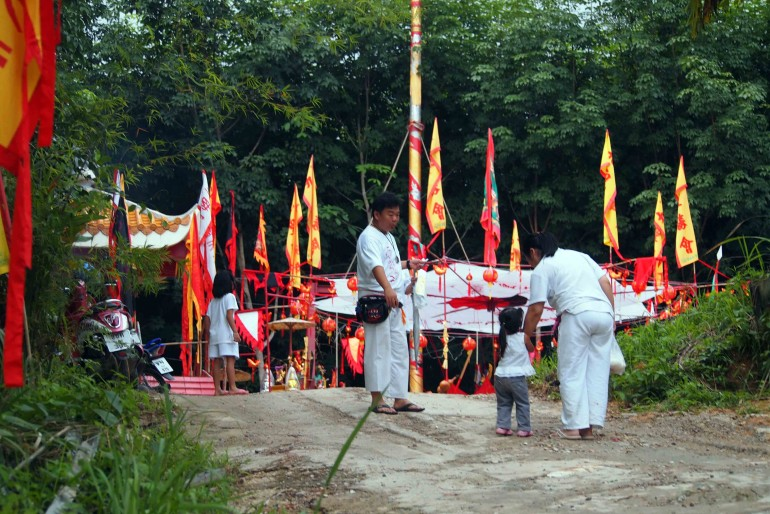 A ceremony at a Chinese temple in Krabi (Thailand)