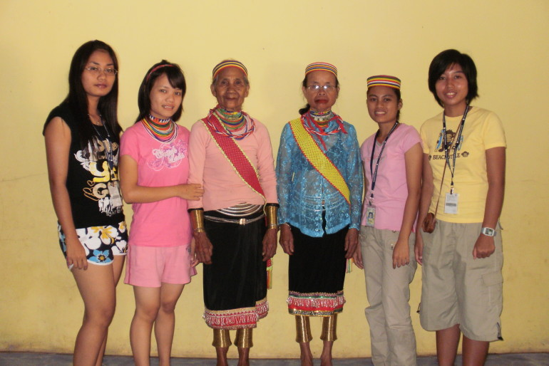 A journey in search of the Bidayuh bangles users