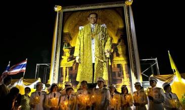 IL COMPLEANNO DEL RE DELLA THAILANDIA