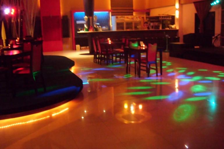 dancing floor the pub