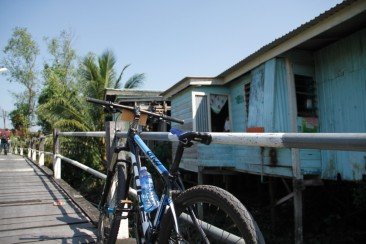 Kampong bicycle tour in Kuching