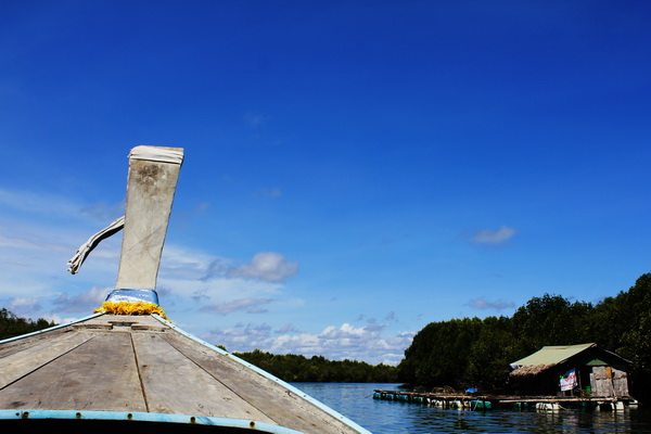 On the way to Koh Klang by longtail boat