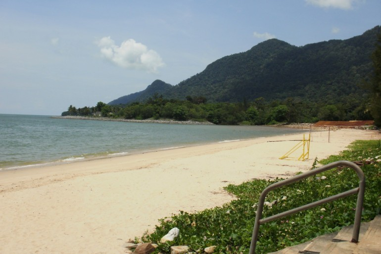 Great sandy beach at Damai