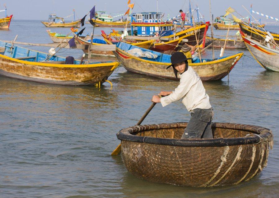 Basket-boat-at-Muo-Ne