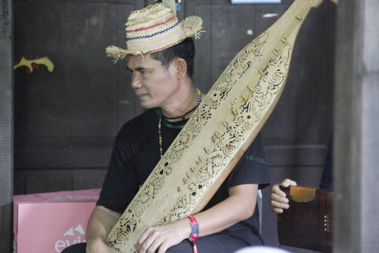 Sape player from Lan E Tuyang