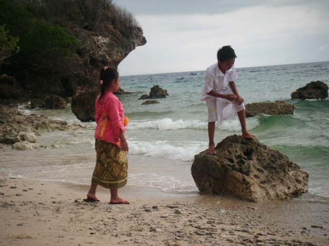 Kids playing on Menjangan beach