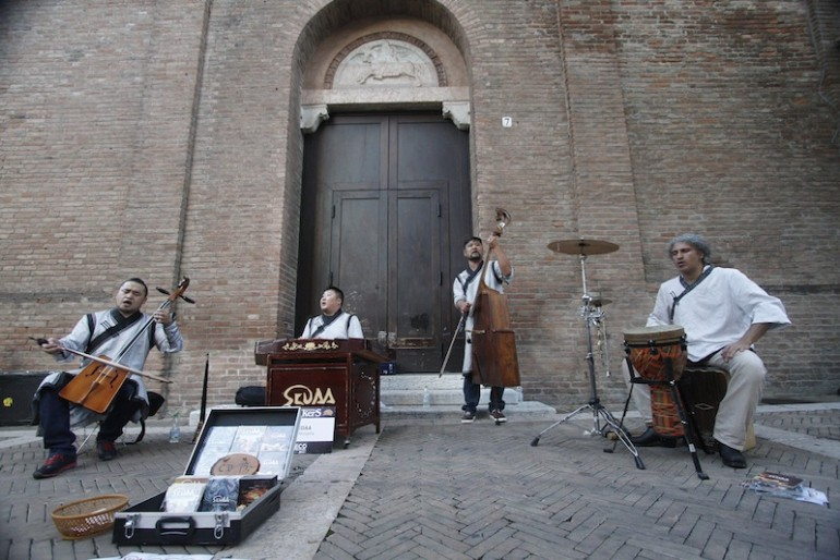 Sedaa performing at Ferrara in a magnificent square