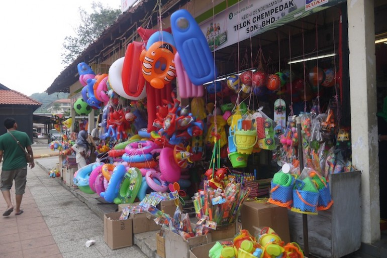 Souvenirs shops at Teluk Cempedak