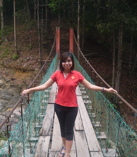 Facing the suspension bridge