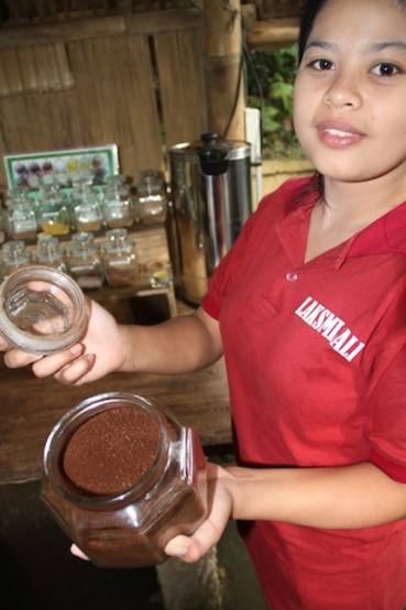 Trying the finest Kopi Luwak in Bali