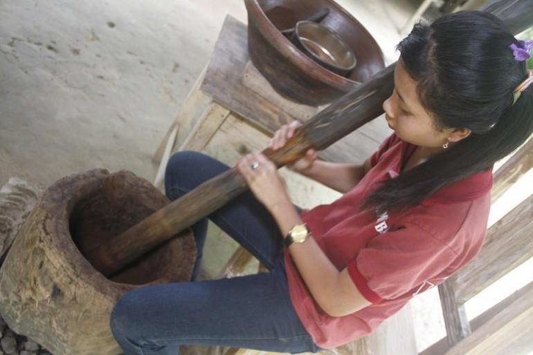 Grinding Kopi Luwak at the Laksmi agro tourism