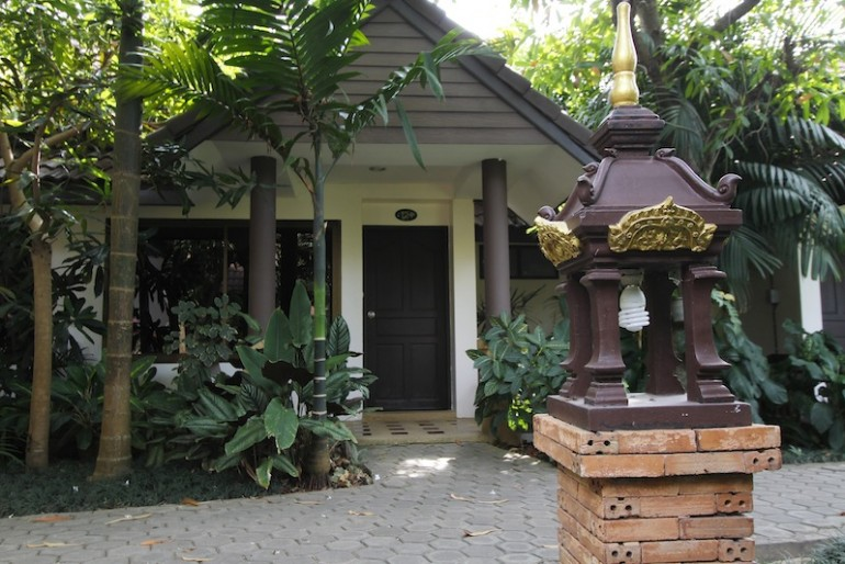 Laluna Hotel and Resort bungalow