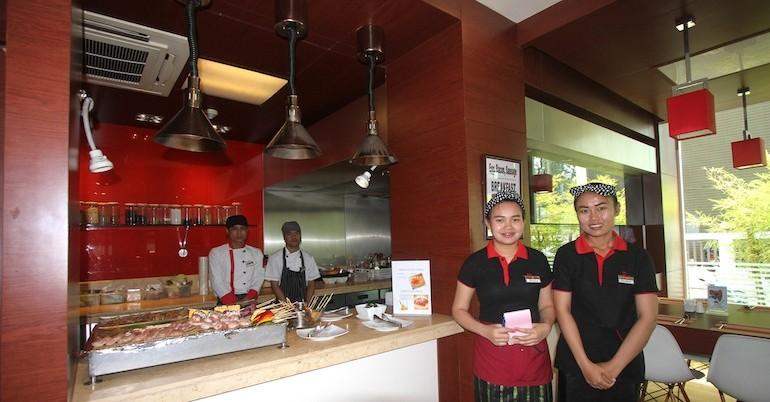 ibis Vientiane Nam Phu Hotel restaurant