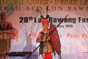A Padan Liu Burung participant performing during the final presentation held in Long Tuan, Trusan, Lawas.