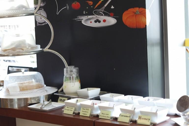 ibis Vientiane Nam Phu Hotel breakfast buffet