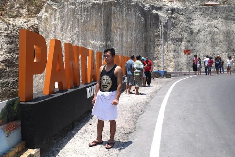 Pantai Pandawa roadside