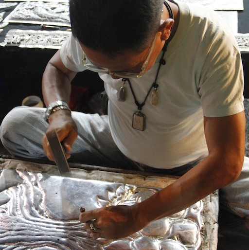 Walai Road silversmith at work