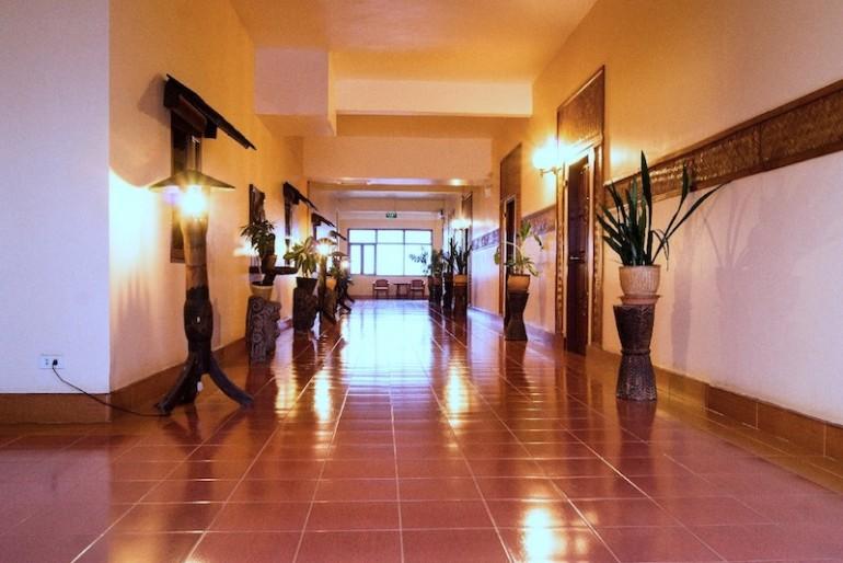 Pakse Hotel corridor