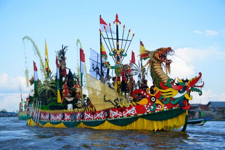 Chak Phra Festival Boat Race