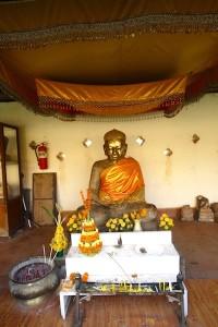 Buddha statue at Pha That Luang