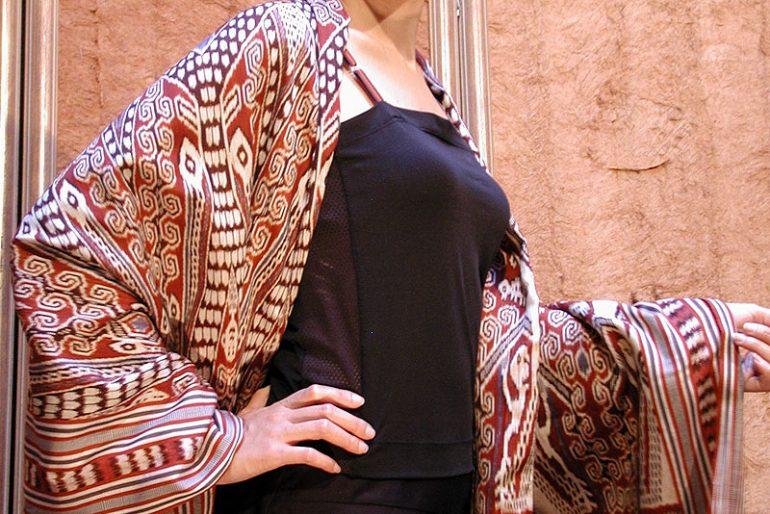 handwoven silk puakumbu