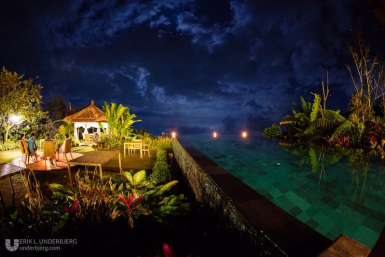 Night view pf Munduk Moding Plantation swimming pool