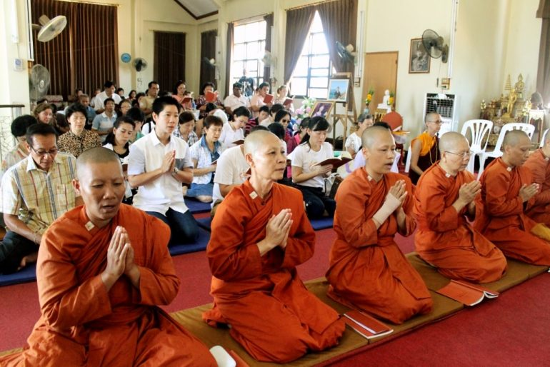 Bhikkhuni in prayer