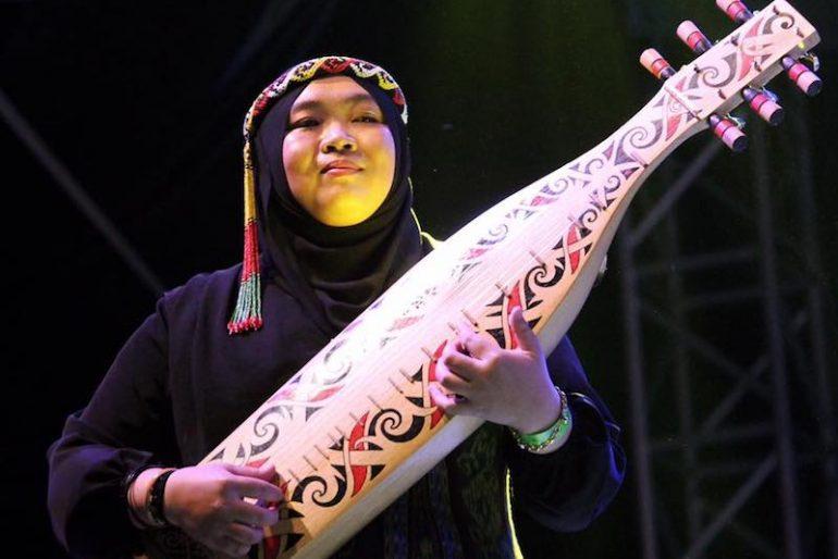 Syafiqah with her sape
