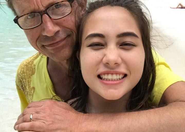 Chanaya with his Dutch dad Conrad on a Krabi beach