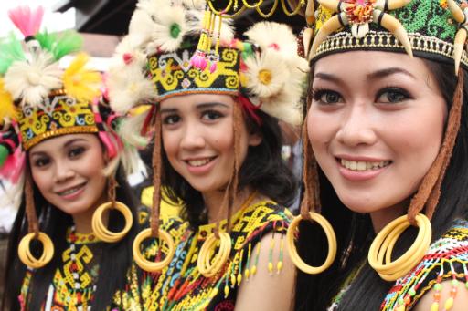 Orang Ulu girls
