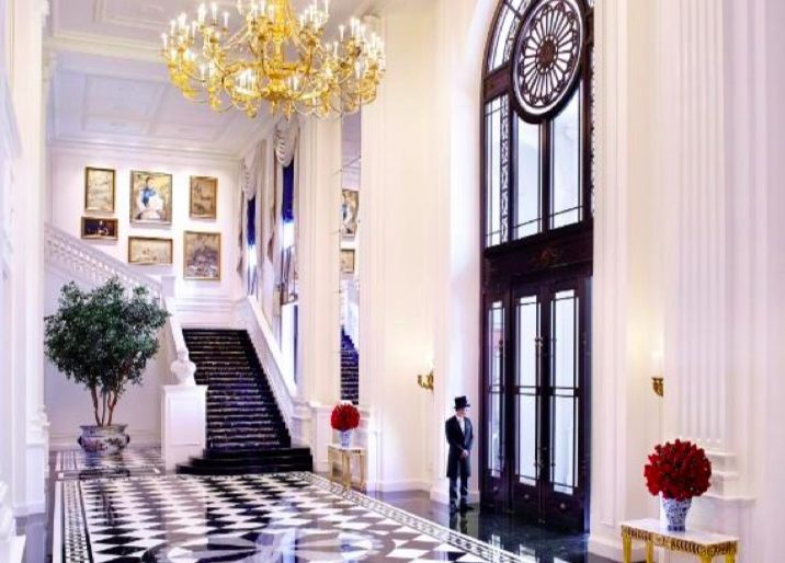 The Ritz-Carlton Tianjin's lobby is a study in English Neoclassical symmetry