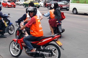 GETTING AROUND BANGKOK – TRANSPORTATION ON THE ROAD