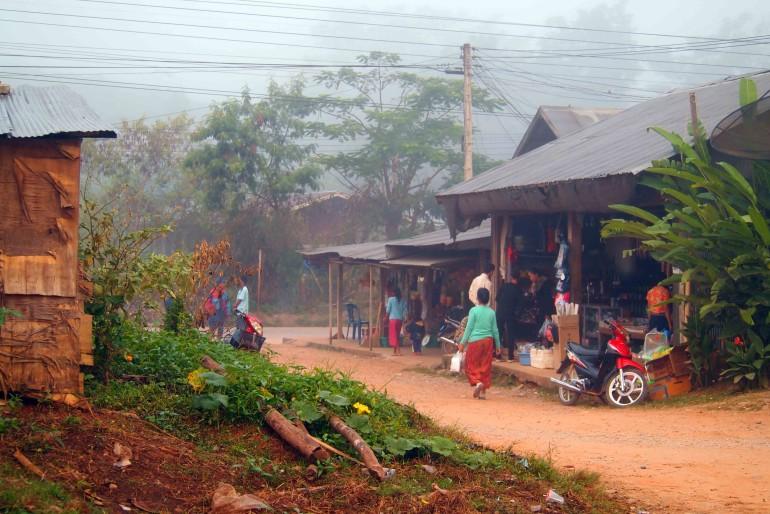 Laos - Mercato sulla strada per Luang Namtha