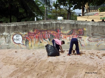 Loving Andaman Sea – Pulizia della Spiaggia