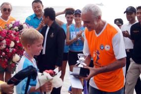 กิจกรรมทำความสะอาดชายหาดและวิ่งแข่งบนชายหาดเท้าเปล่ากับ Loving Andaman Sea