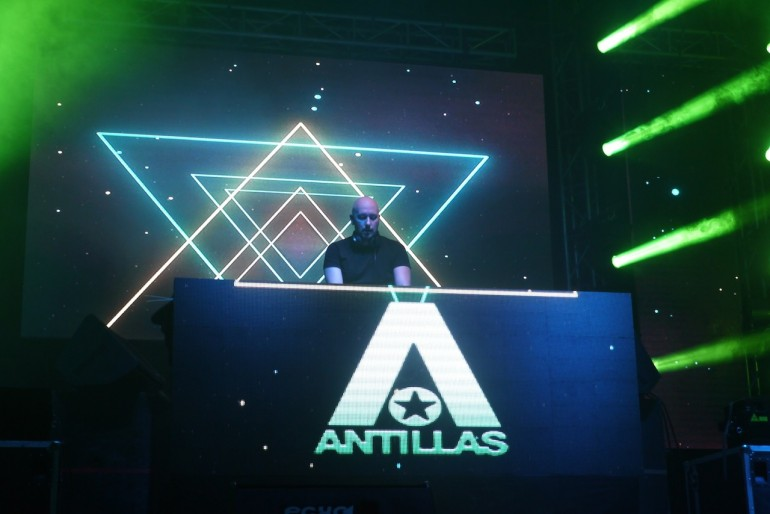 A DJs on stage