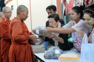 Giving alms to women monks