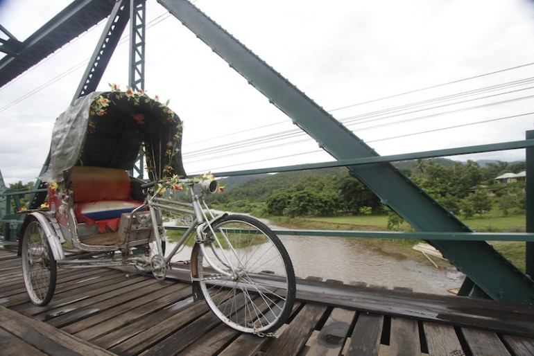 Samlor at Pai memorial bridge