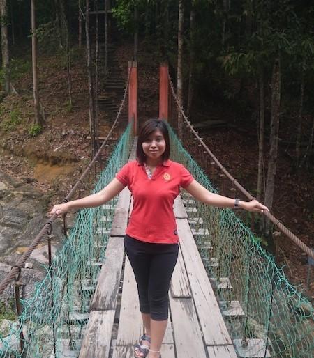 Facing the suspension bridge