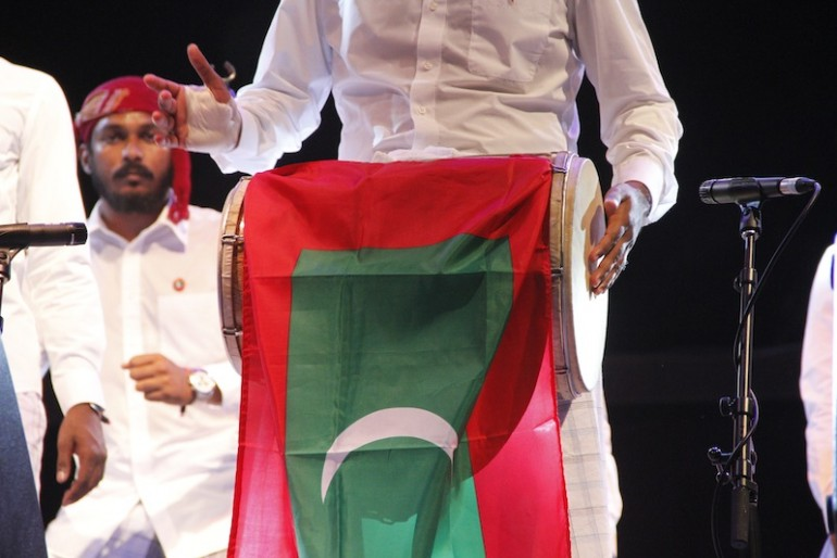 Harubee at the Rainforest World Music Festival 2015 branding a Maldives flag