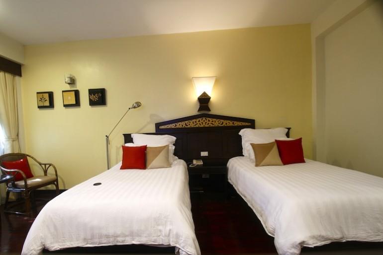 Laluna Hotel and Resort bungalow room