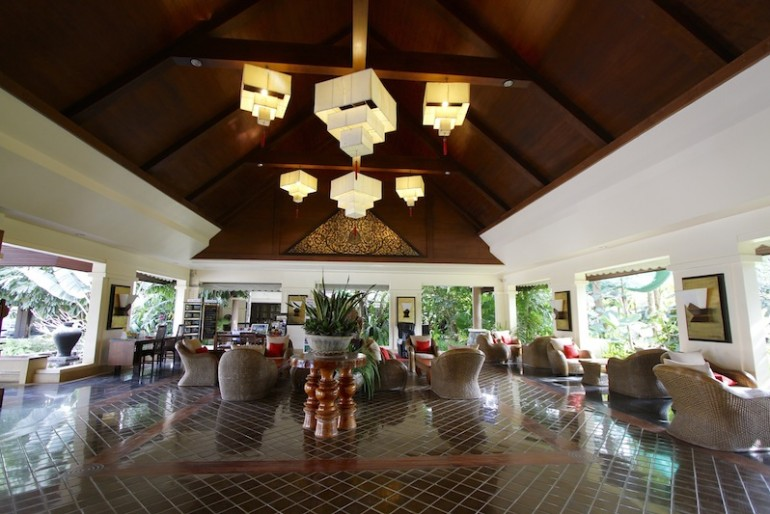 Laluna Hotel and Resort stunning lobby
