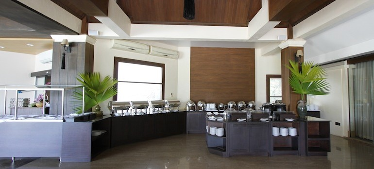 Laluna Hotel and Resort breakfast room