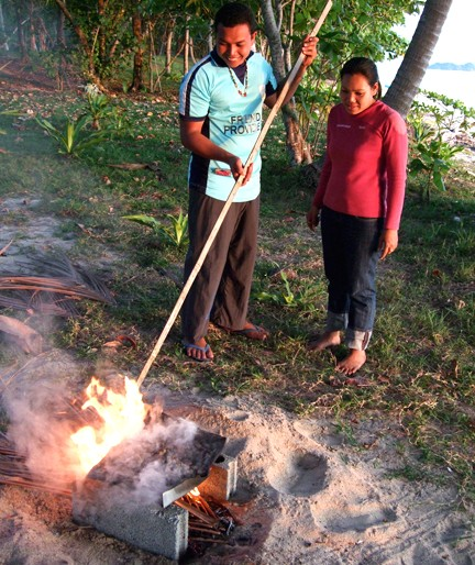roasting the cashew the natural way on Koh Jum