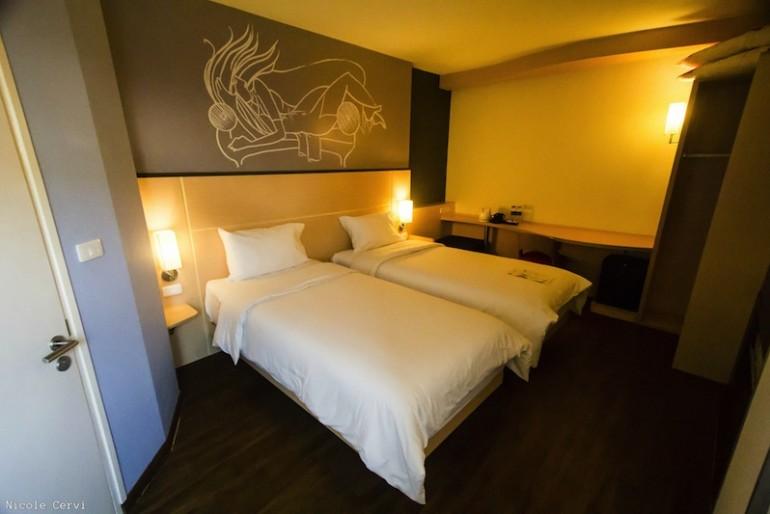 ibis Vientiane Nam Phu Hotel double bedroom
