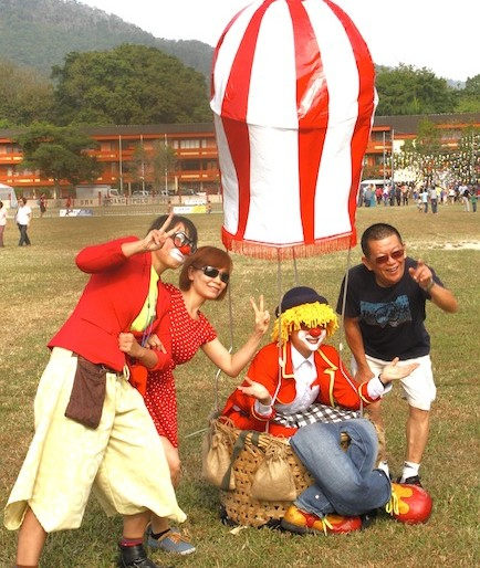 Taking pics with the clowns at Penang Hot Air Balloon Fiesta