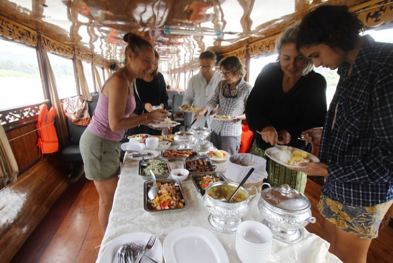 mekong Smile Crusie buffet on board
