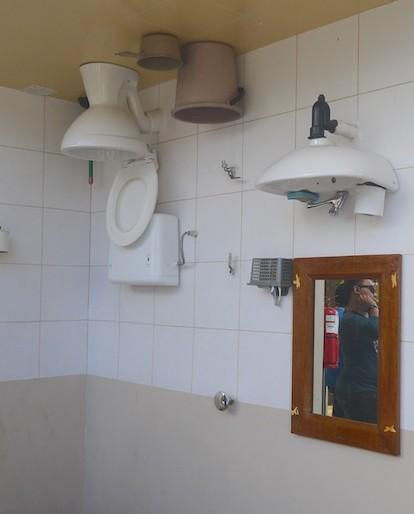 Rumah Terbalik toilet