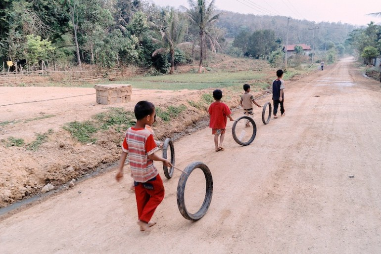 Hmong kids playing